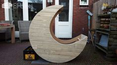 Homemade Pallet Half-moon Cradle DIY Pallet Bedroom - Pallet Bed Frames & Pallet Headboards