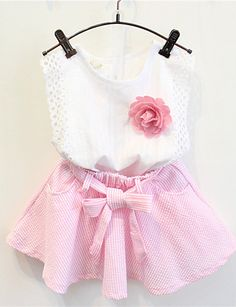 Charming girl's floral two piece skirt set in white and pink colors at €14.69