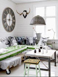 DIY Pallet Couch - Attractive Addition for Living Room - Pallet Furniture Pallet Bedframe, Diy Pallet Couch, Diy Pallet Furniture, Pallet Sectional, Diy Couch, Furniture Ideas, Decoration Design, Deco Design, Design Shop