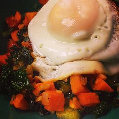 @maddisonjoelle - Sweet potato, zucchini, and kale hash. Topped with an egg. #wholelifechallenge #thedosanddonuts #chopchopchop