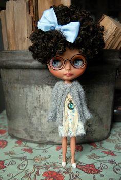 Muñeca Blythe de punto Cardigan Alpaca gris claro por AuntieShrews