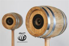 Cheers 3'' Luxury Sour (front) su piedistallo Bat - Botte per aceto di Rovere 3L - 50W 8Ω  Cheers è l'innovativo diffusore acustico ad alta fedeltà brevettato © Exend.it #AudioBotti, #AudioBarrel, #BottiAcustiche, #WineSpeakers #HiFi