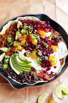 Huevos Rancheros with Beet Salsa - Love Beets Wontons, Cannoli, Brunch Recipes, Breakfast Recipes, Breakfast Ideas, Churros, Empanadas, Macaroons, Breakfast Wraps