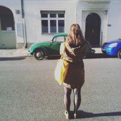 Фотографировать фотографирующего  смотрите здесь @ndjbttnr  что получилось ! #berlin#cool#today #17komnat #art #instaart #mobilephotography #beetlecar #berlinbeetlecollection #retrolove #classikcar