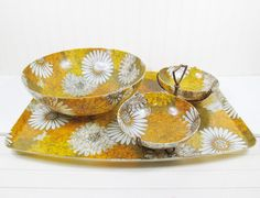 Vtg Fiberglass Serving Bowls Tray Set Floral Harvest Gold Orange Flowers Retro | eBay Vintage Ceramic, Vintage Wood, Vintage Kitchen, Serving Tray Wood, Serving Bowls, Retro Floral, Vintage Floral, Sunflower Kitchen Decor, Kitchen Yellow