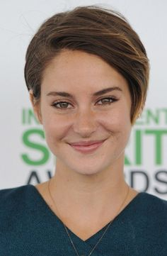 Shailene Woodley's all natural beauty routine, plus a couple of health tips she swears by. :)