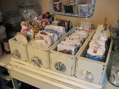 new ideas sewing machine drawers repurposed upcycling storage Sewing Machine Drawers, Old Sewing Machines, Decoration Shabby, Shabby Chic Decor, Shabby Chic Interiors, Craft Room Storage, Craft Organization, Fabric Storage, Storage Drawers