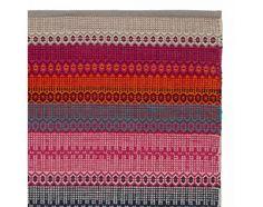 Von unseren erfahrenen Partnern in Indien aus 100% natürlicher Baumwolle in Leinwandbindung verarbeitet, zaubert unser leichter Teppich Aonla eine Prise Ethno-Flair in Ihr Zuhause. Der Mustermix belebt die Sinne und bringt kräftige Farben in Ihr Zuhause. Kombiniert mit einer rutschfesten Unterlage bleibt der Teppich an Ort undStelle.