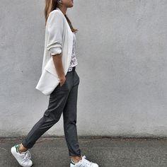 •Veste @looknatamelie sur natamelie.fr •Pantalon @mango •Top Maje @maje_bastia (ancienne co) •Baskets #stansmith