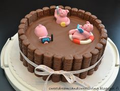 Sweet Dreams and Sweet Living: Swimming pigs Twix cake