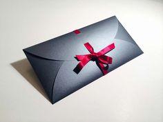 Umschlag für Weihnachtsgutschein. Unikat. Laserschnitt auf Papier von Favini. Made by www.deroberhammer