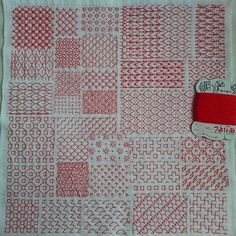 いろんな図案の一目刺しを刺してみました 5㎜間隔で線を引き無計画でスタート… 初チャレンジの図案が半分位 隙間時間にちくちく… とても楽しい時間でした…(^^) #無蛍光木綿 (35×34㎝角) #金亀つよい糸 #刺し子#sashiko #針仕事#一目刺し