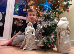 Hi guys, Today we bought our Christmas tree! It was fun. I hope you enjoy the pictures. Family Christmas, Christmas Tree, Decorating, Holiday Decor, Fun, Pictures, Teal Christmas Tree, Dekoration, Fin Fun