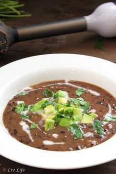Easiest Black Bean Soup Alice Martin, Yummy Yummy, Yummy Food, Easy Black Bean Soup, Soup Recipes, Vegan Recipes, Soup And Sandwich, Black Beans, Cuban