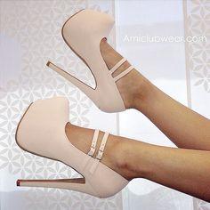 Image via We Heart It https://weheartit.com/entry/145420109/via/9627641 #black #fashion #heels #moda #mode #newyork #paris #shoes #zapatos #tacones