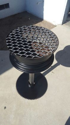 Diy Bbq grill from a 16 inch rim Bbq Grill Diy, Grilling, Bbq Diy, Build Your Own Smoker, Rim Fire Pit, Bbq Stand, Outdoor Grill Station, Grill Gazebo, Welding Projects