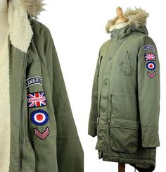 Lambretta M65 Fishtail Parka in classic green with Retro patch detail. Online now at Atom Retro: http://www.atomretro.com/product_info.cfm?product_id=15201  #lambretta #fishtailparka #parka #atomretro