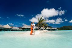 Can you picture a more beautiful place to celebrate your wedding? On Bora Bora - photographer Helene Havard