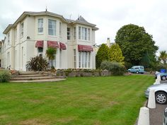 Sunningdale Holiday Apartments, Babbacombe, Torquay, Devon. Pet Friendly Self Catering Holiday Accommodation in England. Accepts Dogs & Small Pets #WeAcceptPets