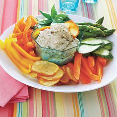 One of our favorite low-calorie snack recipes: Lemon-Garlic White-Bean Dip #readypac #fit&fresh