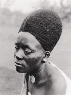 Lydia-Mangwelu-ne-femme-chretienne-de-Foumban (762×1024)