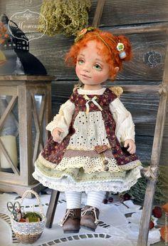 Купить или заказать Феечка Чудесенка, текстильная коллекционная авторская кукла в интернет-магазине на Ярмарке Мастеров. Коллекционная текстильная авторская кукла, сшита из хлопка и трикотажа, в ручках проволочный каркас, голова поворачивается и немного наклоняется, ножки шарнирные, сгибаются, стоит на подставке или с опорой. Прическа статичная. Одежда из натуральных тканей, отделана кружевом и бисером, полностью съемная. Обувь из кожи, ручной работы. Стоимость 20000 руб.