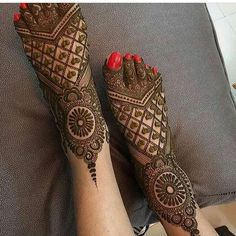 latest mehndi designs for girls bridal henna designs Eid is an auspicious occasion for Muslims all around the world. Easy Mehndi Designs, Henna Hand Designs, Dulhan Mehndi Designs, Latest Mehndi Designs, Mehandi Designs, Mehendi, Mehndi Designs Finger, Leg Mehndi, Legs Mehndi Design