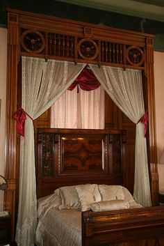 Fretwork in bedroom