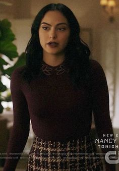 Veronica's burgundy beaded collar sweater and checked skirt on Riverdale Veronica Lodge Outfits, Veronica Lodge Fashion, Camila Mendes Riverdale, Riverdale Veronica, Camilla Mendes, Riverdale Fashion, Lawyer Outfit, Beaded Collar, College Fashion
