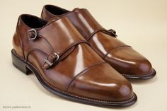 Brown shoes with buckles. - Scarpe marroni con fibbie. http://store.pakerson.it/man-buckle-shoes-33005-wood.html