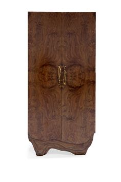 Huang is a mountain range in eastern China known for its spectacular scenery. Inspired by this magnificence, our designers created HUANG Cabinet. It features an outside in walnut root veneer, an inside in rosewood veneer and details in matte hammered brushed aged brass. This wood cabinet brings instant character to a modern interior design.