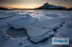 Zonsondergangmomentje, Lofoten. Hoewel de zee niet dicht vriest, zijn de fjorden meestal wel bevroren.