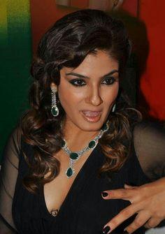 Actress Anushka, Bollywood Actress Hot, Indian Bollywood, Indian Celebrities, Bollywood Celebrities, Beautiful Indian Actress, Beautiful Actresses, Hot Actresses, Indian Actresses