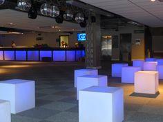 #ambientações #decoração #cor #luz #furnitureled #locação #banquetasbistrot #puffesled #módulosportáteis #soholeds