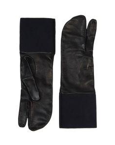 Tabi gloves Maison Martin Margiela @Courtney Baker Baker Baker LaLa + form