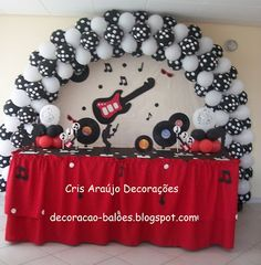 decoração de festa estilo anos 60 - Pesquisa Google 50s Theme Parties, 60s Party, Disco Party, Party Time, Rockstar Birthday, 50th Birthday Party, Balloon Arch, Balloons, Grease Party