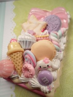 Take this case home today! Pink iPhone 5 case with vanilla drizzle and white pearlized icing. Topped with handmade polymer clay sweets (some glow! Kawaii Phone Case, Decoden Phone Case, Polymer Clay Charms, Handmade Polymer Clay, Cool Phone Cases, Iphone Cases, Diy Clay, Clay Crafts, Diy And Crafts