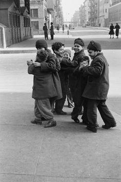 New York, ca 1942, Helen Levitt. American (1913 - 2009)