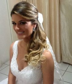 Madrinhas de casamento: Penteado de festa solto, semi preso e rabo de cavalo Elegant Hairstyles, Party Hairstyles, Bride Hairstyles, Little Girl Braids, Braided Ponytail Hairstyles, Playing With Hair, Bridal Hair Flowers, Hair Styler, Bridal Updo