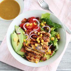 Honing-mosterd salade met kip en avocado - Mariëlle in de Keuken