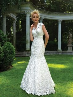ALLURE BRIDALS WHITE EMBROIDERED SATIN CUT-OUT LACE WEDDING GOWN DRESS SIZE 8