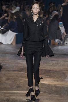 See the complete Christian Dior Spring 2016 Couture collection.