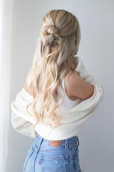 I'm so excited to share today's hair tutorial which is 5 easy back to school hairstyles that are perfect for everyday. The first hairstyle is a twisted half up half down hairstyle secured with… Unique Braided Hairstyles, Easy Hairstyles For Long Hair, Simple School Hairstyles, Girl Hairstyles, Braided Updo, Easy Hairstyles For Everyday, Sponge Hairstyles, Hairstyles For Women, Colorful Hair