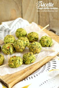 Polpette di zucchine e ricotta al forno ricetta e foto Veg Recipes, Light Recipes, Vegetarian Recipes, Cooking Recipes, Healthy Recipes, Ricotta, Love Eat, Love Food, Cena Light