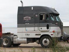 Big Rig Trucks, Toy Trucks, Semi Trucks, Freightliner Trucks, Peterbilt 379, Heavy Construction Equipment, Heavy Equipment, Logging Equipment, Toyota 4runner