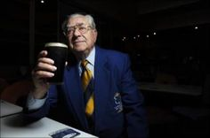 Digger and Clovelly RSL member for 35 years, Jimmy Rankin, drinks to the memories of his club. Picture: Melvyn Knipe