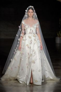 See every dress from Reem Acra's Fall 2019 Bridal Fashion Week wedding dress collection. Western Wedding Dresses, Bridal Wedding Dresses, Designer Wedding Dresses, Bridal Style, Wedding Frocks, Wedding Ceremony, Famous Wedding Dresses, Western Weddings, Wedding Mandap