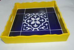I would paint the tray white. Bandeja com azulejo antigo Mosaic Ideas, Mosaic Projects, Craft Projects, Projects To Try, Mosaic Tray, Mosaic Tables, Decoupage Art, Steel Furniture, Don't Care