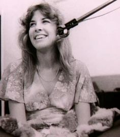 One of the most BEAUTIFUL WOMEN EVER!..Look at that smile!! Rare old photo of the queen herself