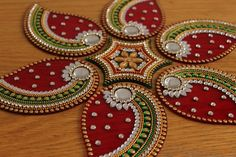 Seven Pieces Rangoli Floor Art Diwali Navratri Durga Pooja Thali Decoration Ideas, Diy Diwali Decorations, Diwali Diya, Diwali Craft, Rangoli Ideas, Rangoli Designs Diwali, Acrylic Rangoli, Coconut Leaves, Ganapati Decoration
